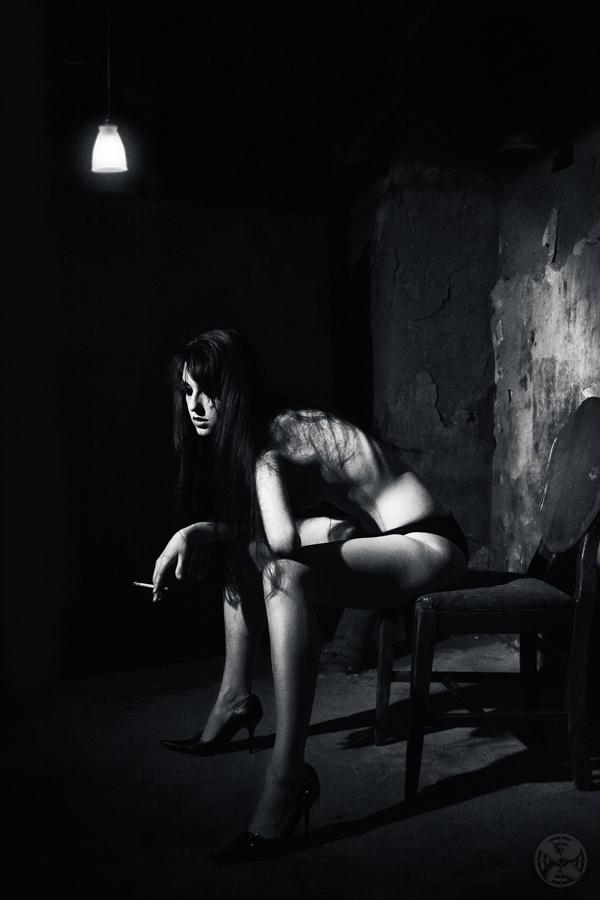 Marisa_Smokes_1266_BW_LR